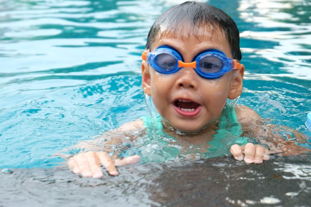 Child swimming with goggles on